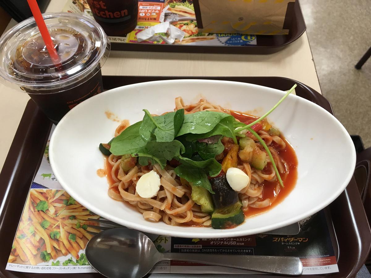 イタリア夏野菜とモッツァレラの冷製トマトパスタ