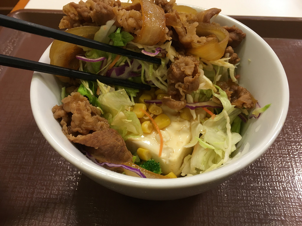 ご飯の代わりに豆腐が入っています