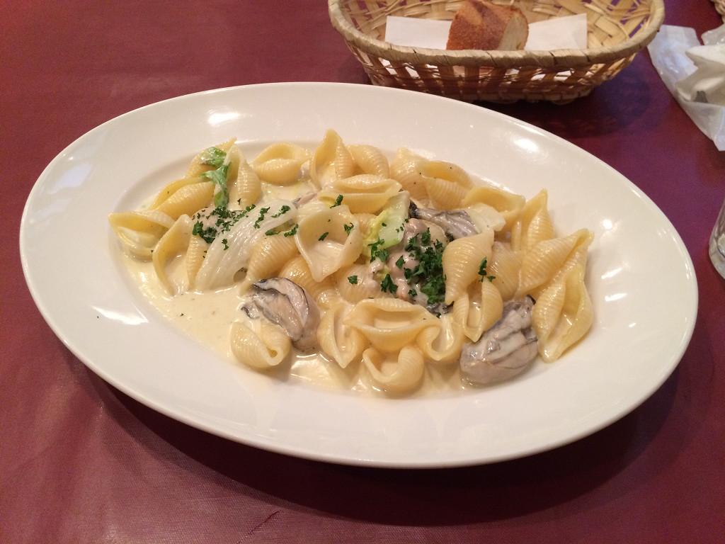 トラットリア アリエッタ 牡蠣と白菜のクリームソース(コンキリエ)