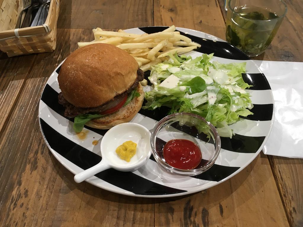 シンク フード ロータス カフェ(Think food LOTUS CAFÉ)