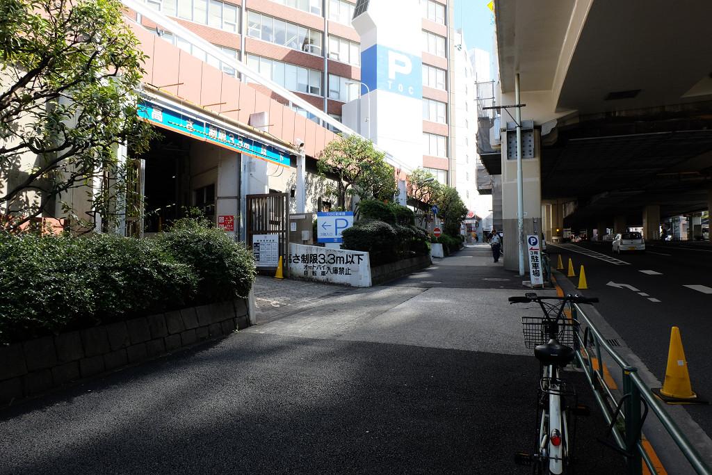 放射第2号線側の駐車場
