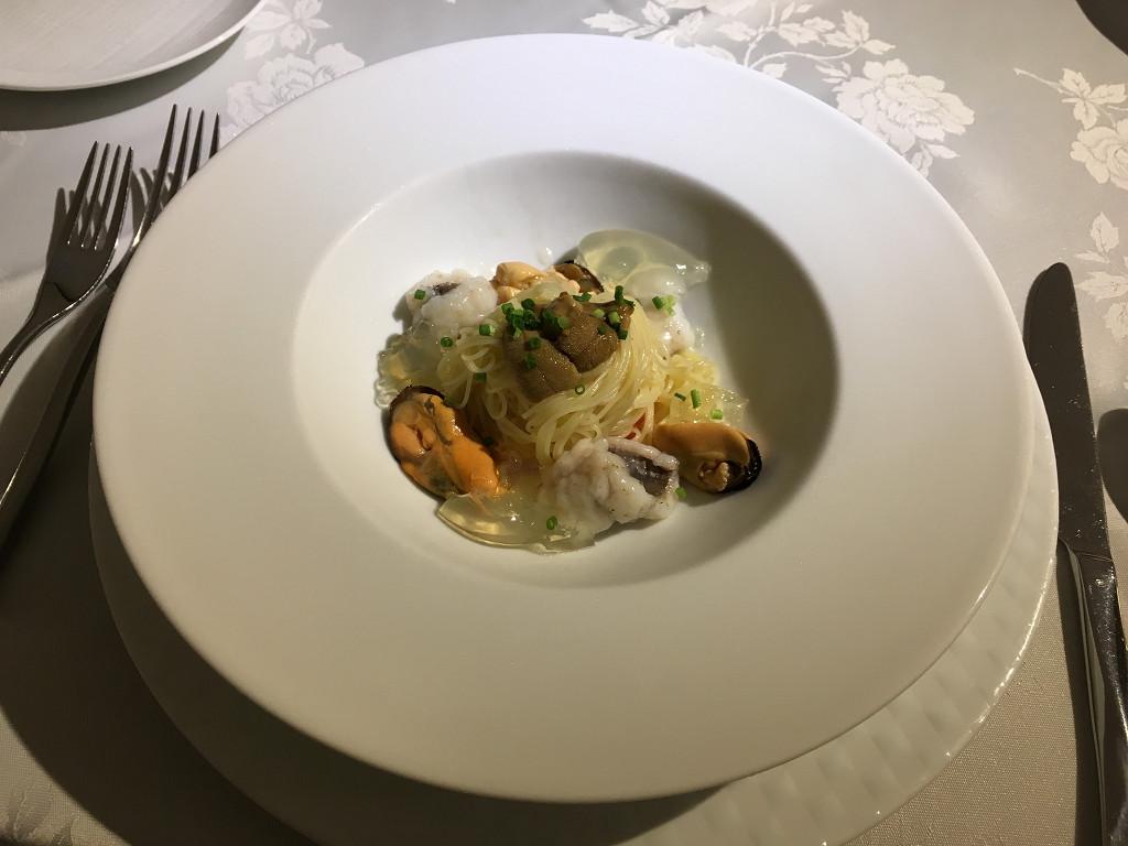 Premier assiette(三陸産ムール貝とウニのカッペリーニ トマトのコンソメゼリー仕立て)