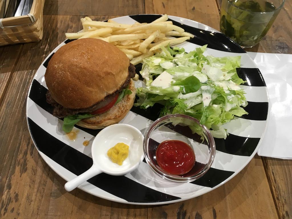 シンク フード ロータス カフェ NZ産オーシャンビーフ100%ハンバーガー