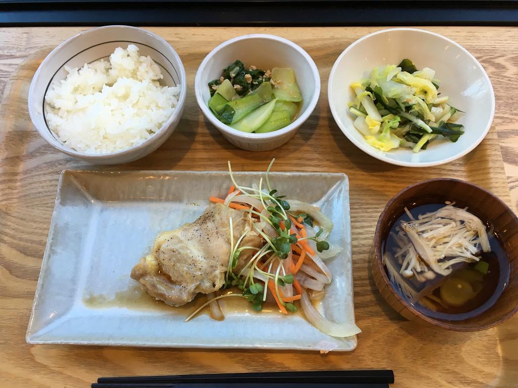 タニタ定食(チキンのオリーブオイル焼き定食)