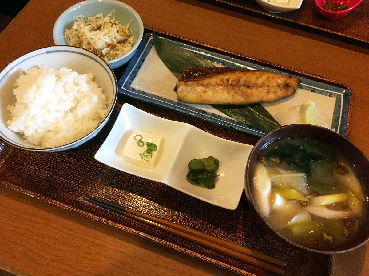 本日の焼き魚定食(鯖の塩焼)