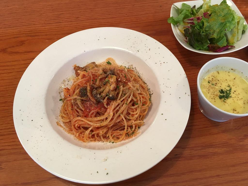 自家製サルシッチャとキノコのトマトソーススパゲティー