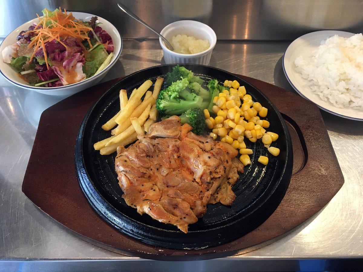 鶏モモ肉のステーキ