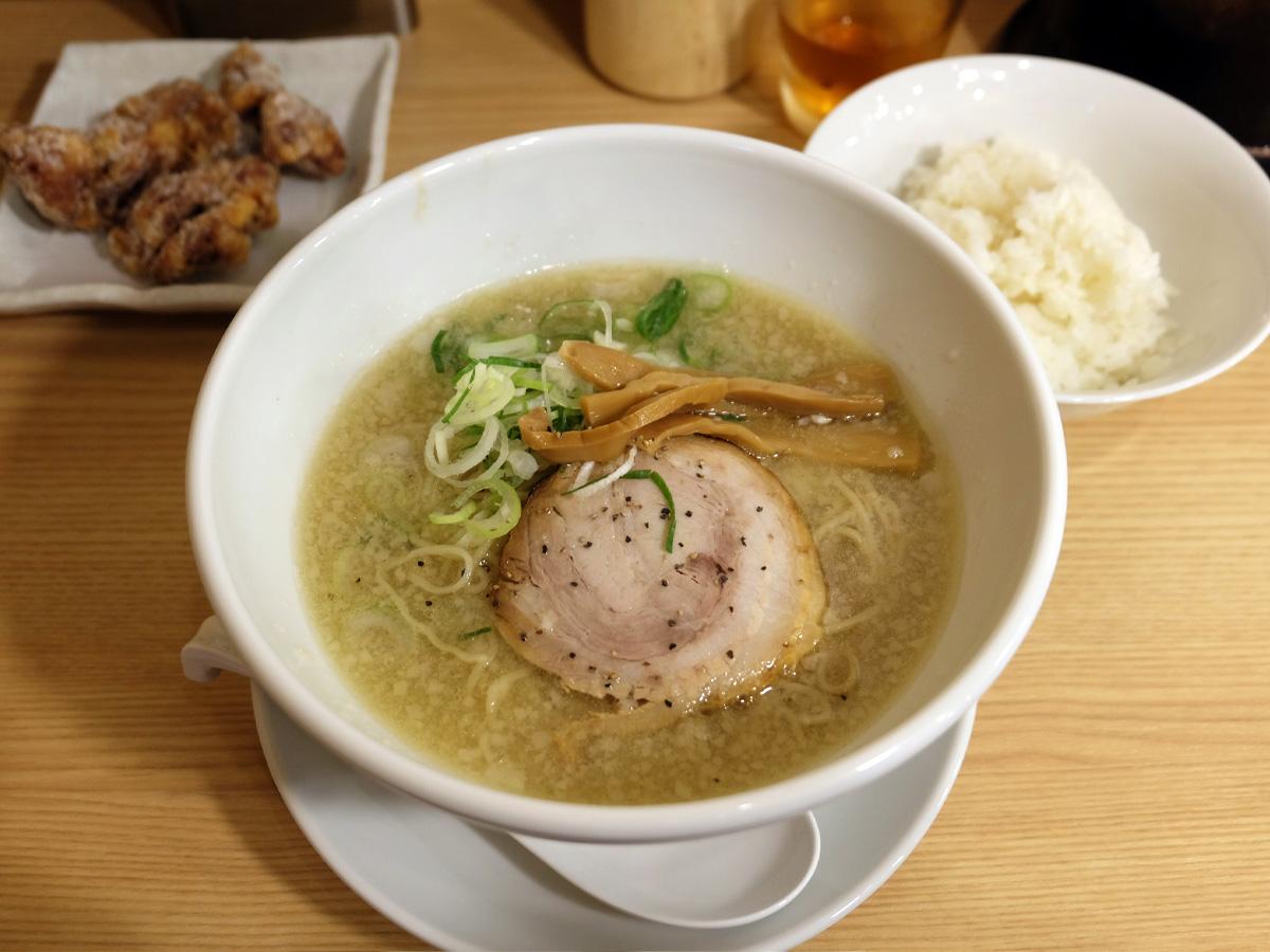 京都 鶏ガラ とんこつ醤油ラーメン 唐揚げセット