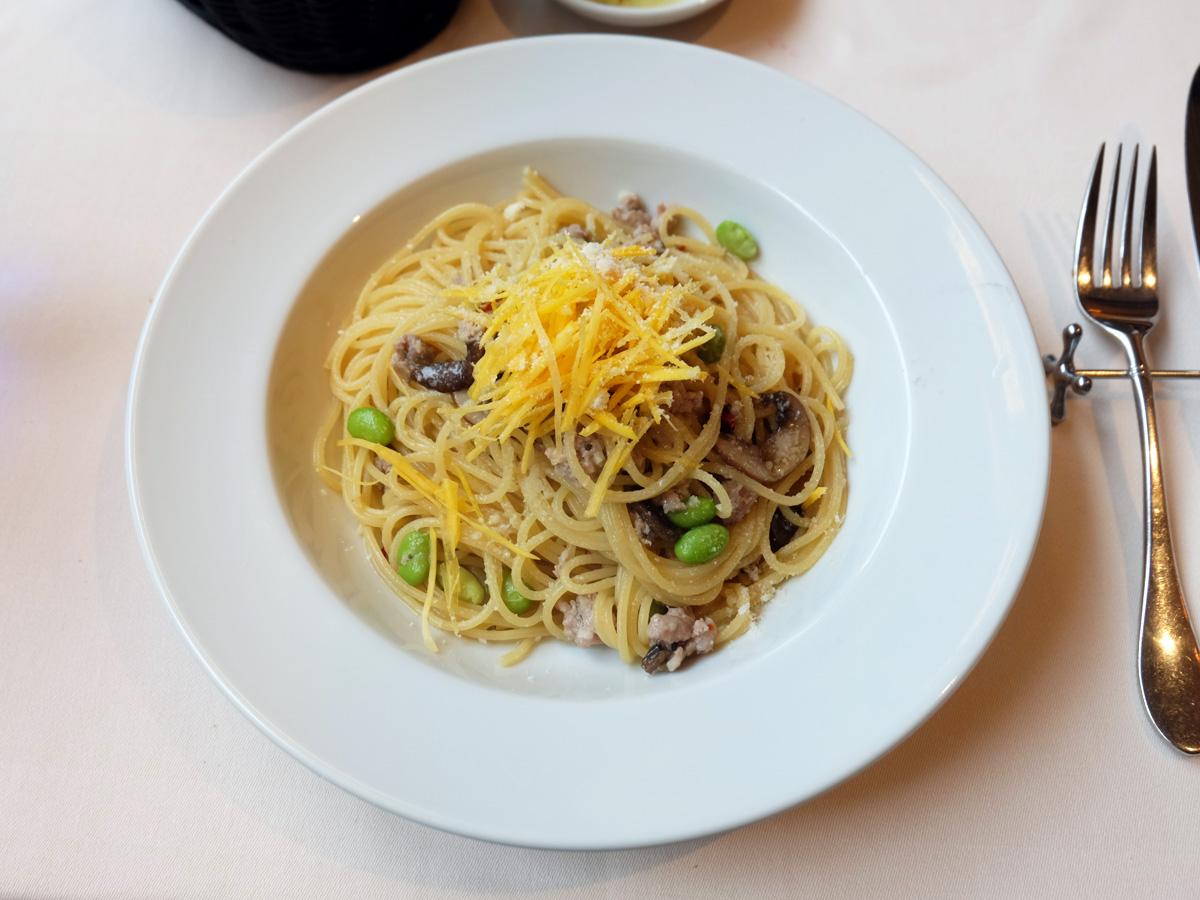 自家製サルシッチャ、枝豆、ブラウンマッシュルームのオイルソース
