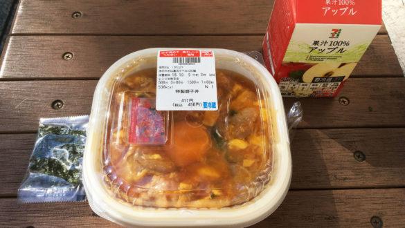 特製親子丼、果汁100%アップル 税込563円(2018年10月)